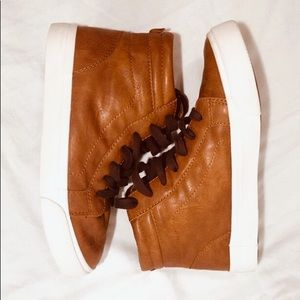 Old Navy Brown Boys Shoes Sz: 3